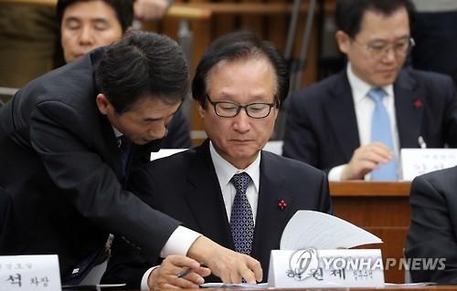 青瓦台首席政务秘书许元齐图片来自韩联社