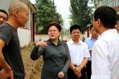 县长张颖波等调研农村陈年垃圾清理、扶贫项目推进情况