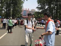 """漯河保险业开展""""爱心送考 保险护航""""公益活动"""