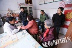 """荥阳老人72岁仍坚持出诊 行医54年被誉为""""石洞中医"""""""