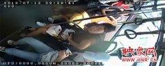 郑州公交车化身救护车 成功救助女孩脱险