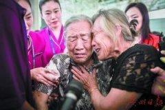 两姐妹失散73年团聚 童年妹妹被送人再见已是满头银发