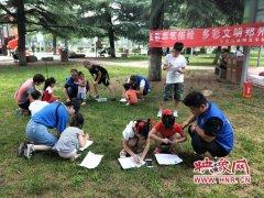 郑州公交二公司苏师傅志愿者带领小朋友用画笔诠释《文明条例》