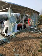 郑州高校教师校内开车撞伤4人 1名学生重伤