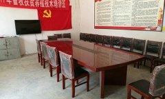 县畜牧局向分包贫困村莲花镇大赵村捐赠办公桌椅