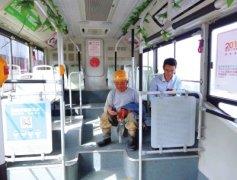 郑州公交车上有座位 农民工兄弟坚决不坐