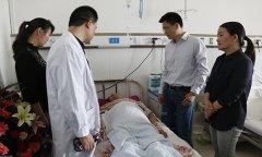 王凤林看望脱贫攻坚工作中患病的基层干部