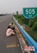 女子离家出走欲回昆明娘家 高速暴走30公里被拦下