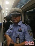 120张火车票遗忘在公交车上 郑州民警在火车启动前1分钟送到站台