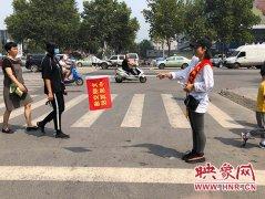 """""""准驾驶员""""走上郑州街头 上了一堂交通安全课"""
