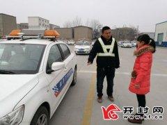 交警支队考核大队春节期间不停考受群众称赞放弃休息 服务群众