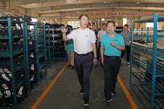 市长刘尚进到企业现场办公研究解决企业发展中遇到的问题