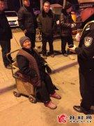 96岁老太太迷路 开封交警助其回家