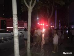 突发!深夜郑州一小区居民楼着火,浓烟滚滚!13辆消防车紧急救援!