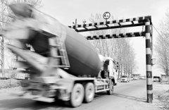 高低不就!郑州一浮桥限高架2.7m影响经营 4.3m则货车扰民
