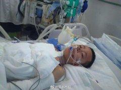 7岁男孩大火中为保护昏迷妈妈不离开 被严重烧伤