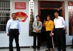 县长张颖波等到一线专题调研村室建设
