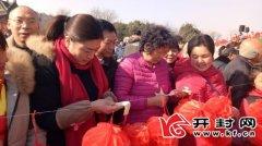 杞县和示范区分别举办元宵节娱乐活动看表演 观花灯 猜谜语 领汤圆