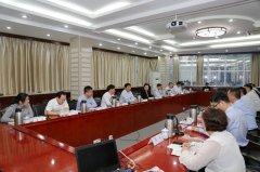 县长张颖波等到中国人财保险公司河南省分公司开展项目洽谈