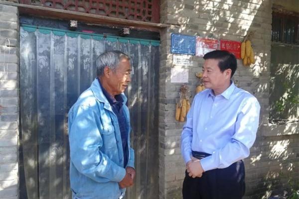 县委书记李振兴国庆节期间深入基层督导脱贫攻坚工作