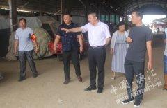 区长王凯杰暗访南关蔬菜批发市场整治情况
