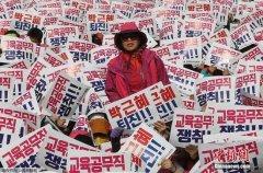 韩总统弹劾案:朴槿惠否认指控 77万民众抗议