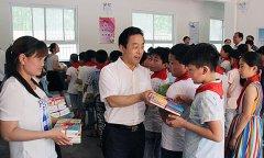 """张书民等领导""""六一""""节看望慰问少年儿童"""