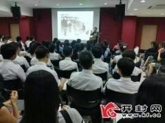 """开封歌者唱谈""""唱""""到新加坡心系进城新工人 六年唱谈遍中国"""