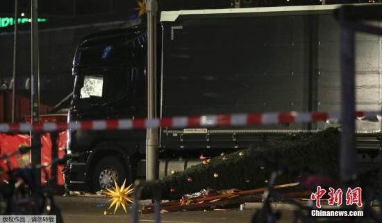 当地时间12月19日晚20时左右,德国首都柏林市中心布赖特沙伊德广场圣诞市场遭一辆货车闯入。