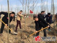 城乡一体化示范区城管局40余名党员志愿者开展义务植树活动