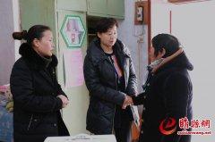 吴海燕到周堂镇看望慰问贫困群众