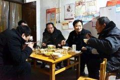 濮阳县:县领导带头八千多名党员干部与贫困群众同吃连心饭携手谋脱贫