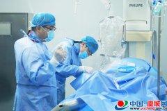 县医院成功完成首例介入手术治疗