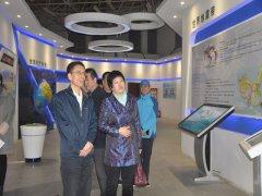 郑州市副市长谷保中参观二七区长江东路小学科普馆