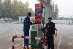 二七区工商质监局马寨所认真检查辖区加油站