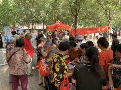6月4日 冯春社区党支部联合郑州长江中医院开展健康进社区义诊活动