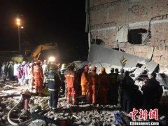 温州文成坍塌民房又搜救出2人 剩最后一名被困者