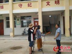 河南省电视台到我县采访优秀驻村第一书记