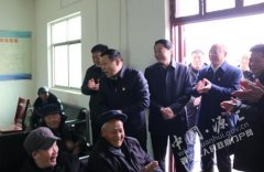 市领导李思杰赵坤炎余伟到我区走访慰问困难群众看望五保老人