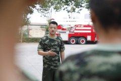 """用生命抱出燃烧的煤气罐 郑州""""抱火哥""""后续:会有点害怕,但这是责任"""