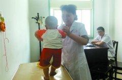 """郑州68岁女医生跟""""不治之症""""较劲 救治数十万国内外患儿"""