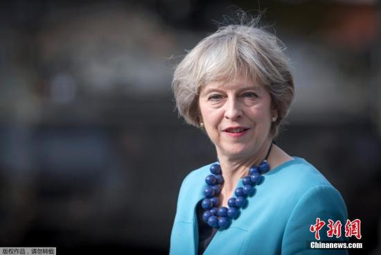 当地时间9月29日,英国索尔兹伯里市,英国首相特蕾莎·梅访问莫西亚团第1营。