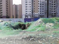 郑州地下挖出1公里长垃圾带 施工方为清运发愁