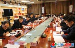 县委书记朱东亚主持召开名誉村长联络员工作会议