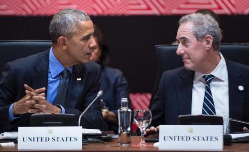 资料图片:奥巴马与美国首席贸易谈判代表弗罗曼。