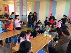 二七区图书馆举办春节年俗文化活动 ――《画糖画》