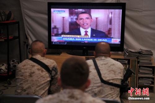 """美国东部时间2011年5月1日晚,奥巴马在白宫发表讲话说:""""今晚,我可以向美国人民和全世界宣布,美军击毙了本・拉登。"""" 本・拉登被指系造成2998人死亡的9.11事件策划人。"""
