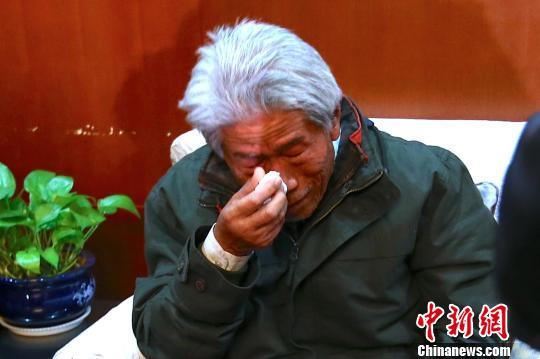 滞留印度54年的中国老兵王琪抵陕。 张远 摄