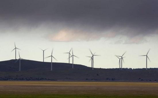 资料图:风力发电风车