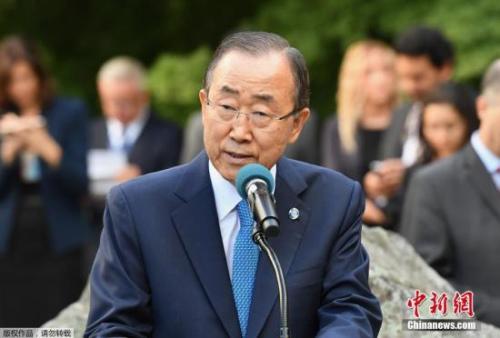 """1月12日下午,潘基文乘坐韩亚航空客机回到韩国。随后,他计划造访""""世越号""""沉船事故发生地以及韩国前总统卢武铉的家乡。"""